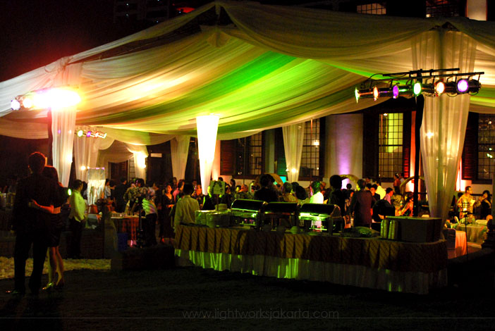 Outdoor wedding lightworks the wedding of decoration by flora lines located in gedung arsip nasional jakarta junglespirit Gallery