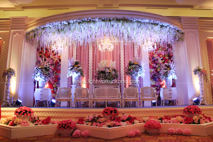 Decoration by Lotus Design ; Organized by Kenisha Wedding Organizer ; Located in J.W. Marriot Hotel ; Lighting by Lightworks