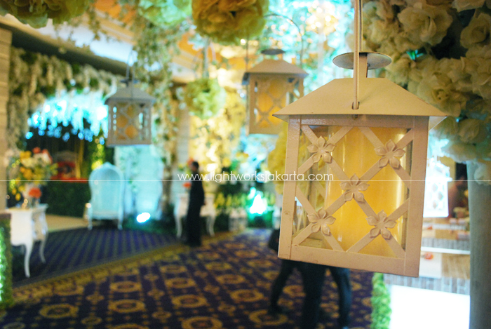 Lotus design lightworks page 12 michael and yulianas wedding decoration by lotus design located in grand ballroom hotel mulia junglespirit Images