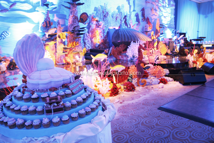 Sweet seventeen lightworks for 17th birthday decoration ideas