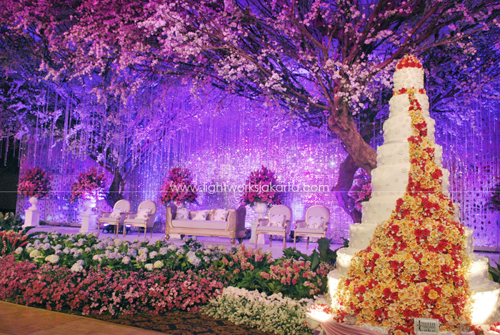 Reza & Yoan's Wedding ; Decoration by Suryanto Decoration ; Located in Grand Ballroom Hotel Mulia ; Lighting by Lightworks