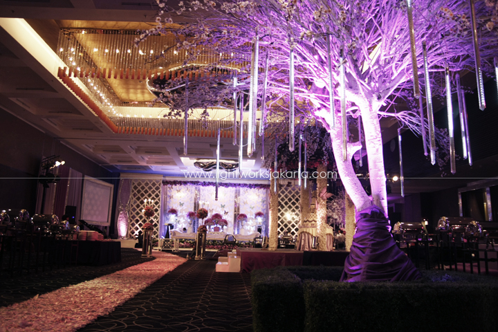 Junianto & Lina's Wedding ; Decoration by De Sketsa ; Located in Swiss BelHotel ; Lighting by Lightworks