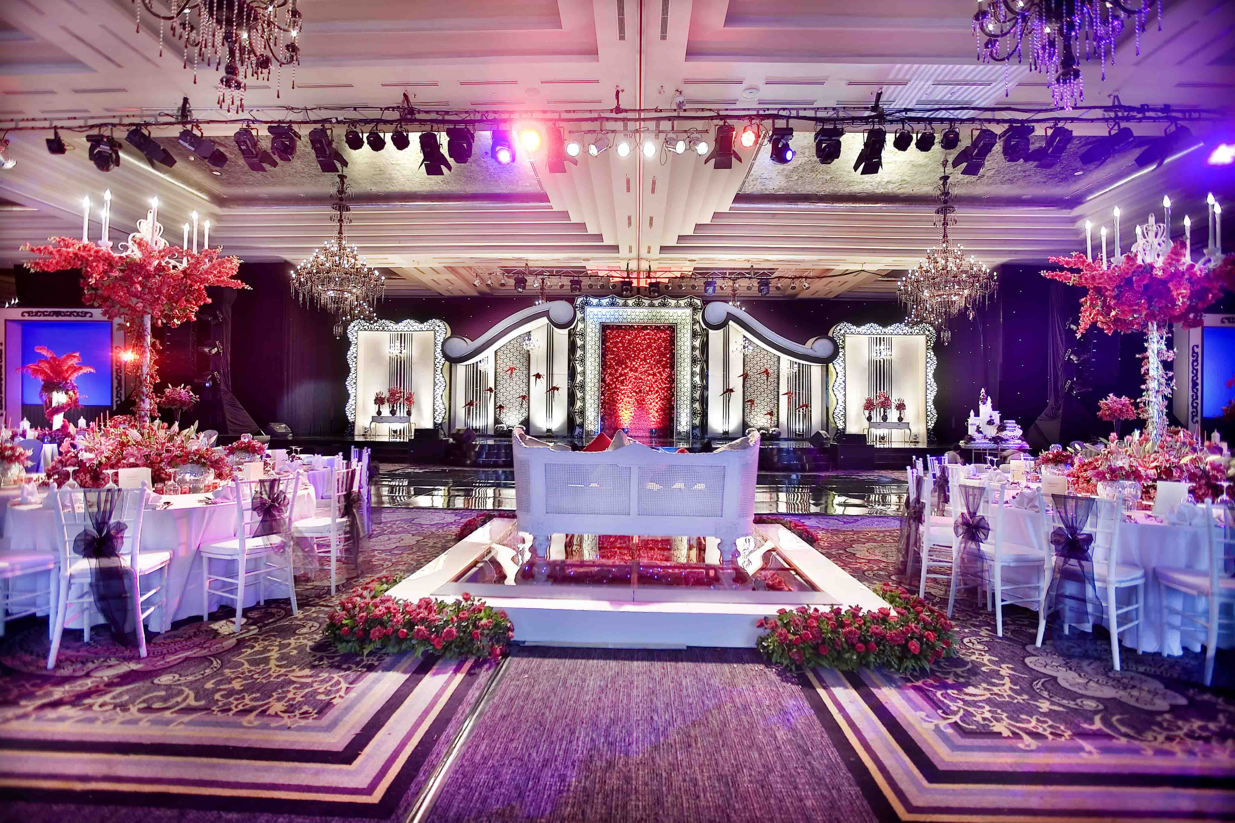Vica decoration lightworks page 3 kiran and anoop wedding decoration by vica decor located in grand ballroom kempinski junglespirit Image collections