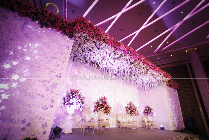 Table arrangement lightworks page 6 antonius and gwens wedding decoration by suryanto decor located in kempinski hotel lighting junglespirit Images