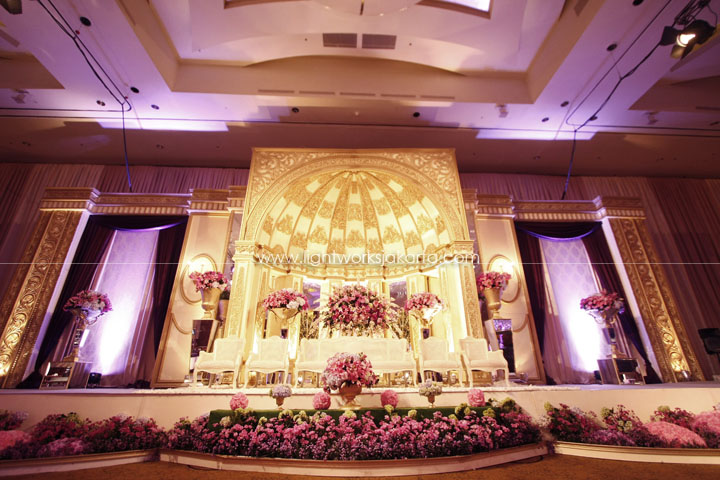 Reyner and Angel's Wedding ; Decoration by De Sketsa ; Located in Ritz Carlton Pacific Place Ballroom 1 ; Lighting by Lightworks