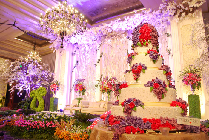 Indra and Listya's Wedding ; Decoration by Elssy Design ; Located in Kempinski Hotel ; Lighting by Lightworks