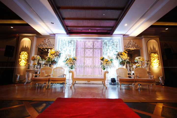 Erwin and Linda's Wedding ; Decoration by Lotus Design ; Located in Ceria Room Shangri-La ; Lighting by Lightworks