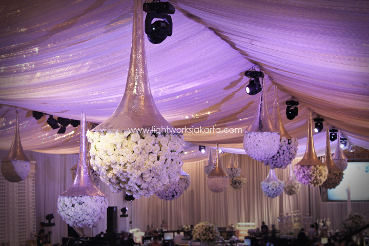 Suryanto decor lightworks hans and yessycas wedding decoration by suryanto decoration located hotel mulia lighting by junglespirit Images