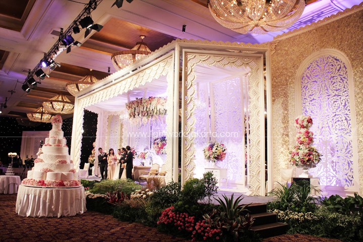 Ardenna and Stella's Wedding ; Decoration by Elssy Design ; Located in Grand Ballroom Hotel Mulia ; Lighting by Lightworks