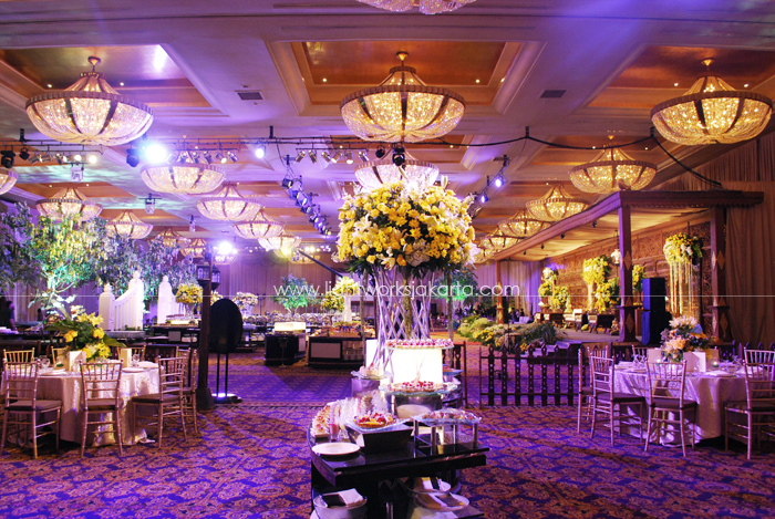 Herdaru and Herdiana's Wedding ; Decoration by Elssy Design ; Located in Grand Ballroom Hotel Mulia ; Lighting by Lightworks