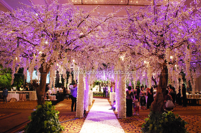 Raymond & Selfi's Wedding ; Decorated by Lavender Decoration; Located in Four Seasons Hotel ; Lighting by Lightworks