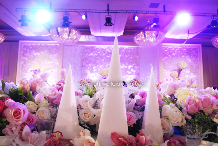 Vinsen & Christine's Wedding ; Decoration by Elssy Design ; Located in The Grand Ballroom Hotel Mulia; Lighting by Lightworks