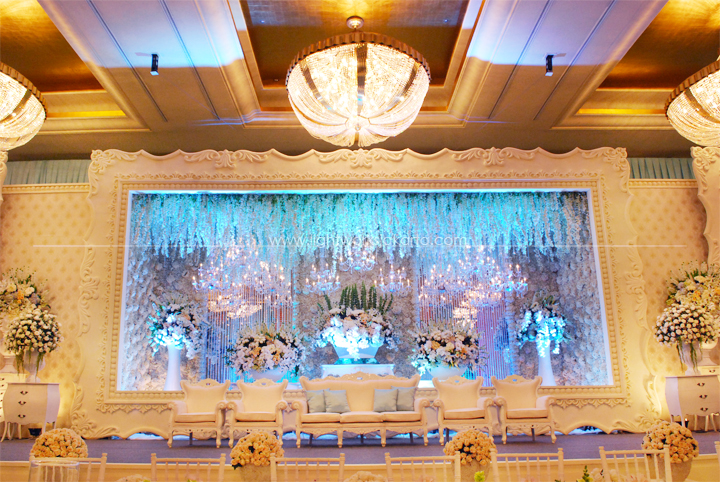 Blue lightworks jimmy yenyens wedding decorated by lotus design located in the grand ballroom hotel junglespirit Gallery