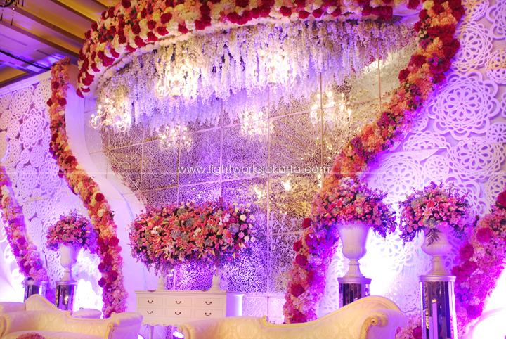 Andros & Felicia's Wedding ; Decorated by De Sketsa ; Located in Grand Ballroom Kempinski ; Lighting by Lightworks