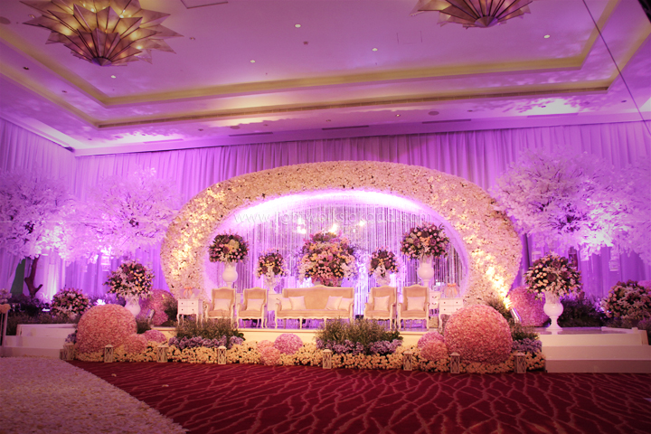 Foyer lightworks freidy meitys wedding decorated by lotus design located in hilton hotel bandung junglespirit Images