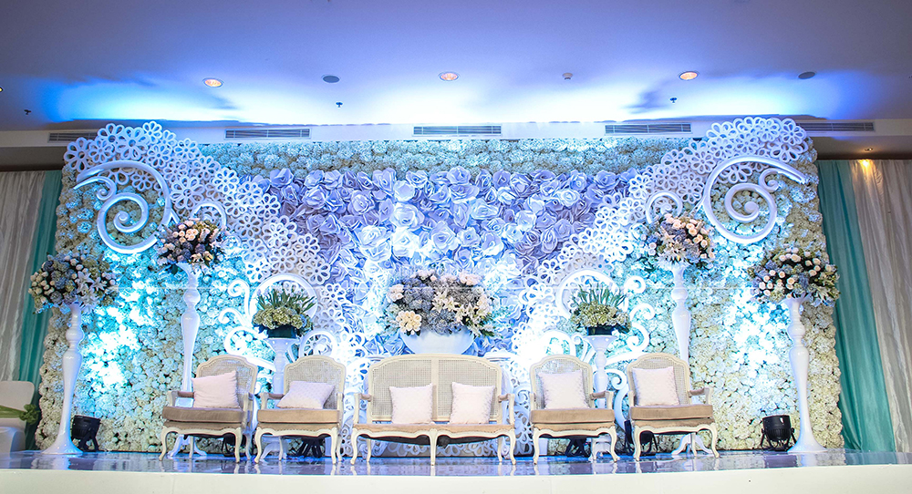 Blue lightworks mario and olivias wedding venue at hotel ritz charlton pacific place decoration by lotus junglespirit Image collections