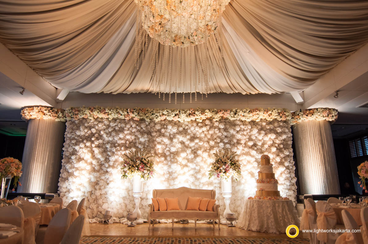 Wisnu and Hilda's wedding reception; Venue at Four Season Hotel; Decoration by Lotus; Lighting by Lightworks