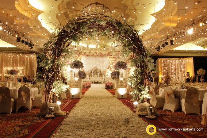 Wedding stage lightworks page 6 teguh and melisyahs wedding reception venue at ritz carlton kuningan decorated by desketsa decoration junglespirit