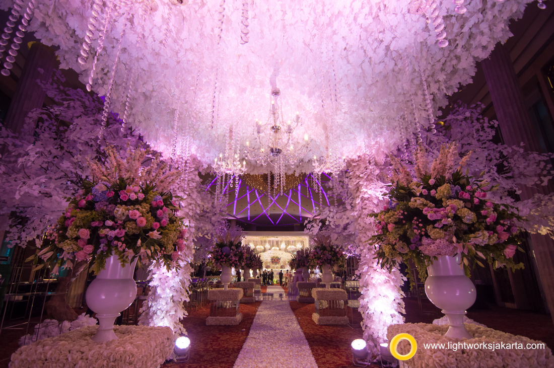 Wedding Reception of Felix and Jessica; Venue at Bali Room, Kempinski Hotel; Organized by IWP Wedding Organizer, Wedding Cake by Timothy Cake; Photography by Moreno Photography; Decorated by Lotus Design; Lighting by Lightworks