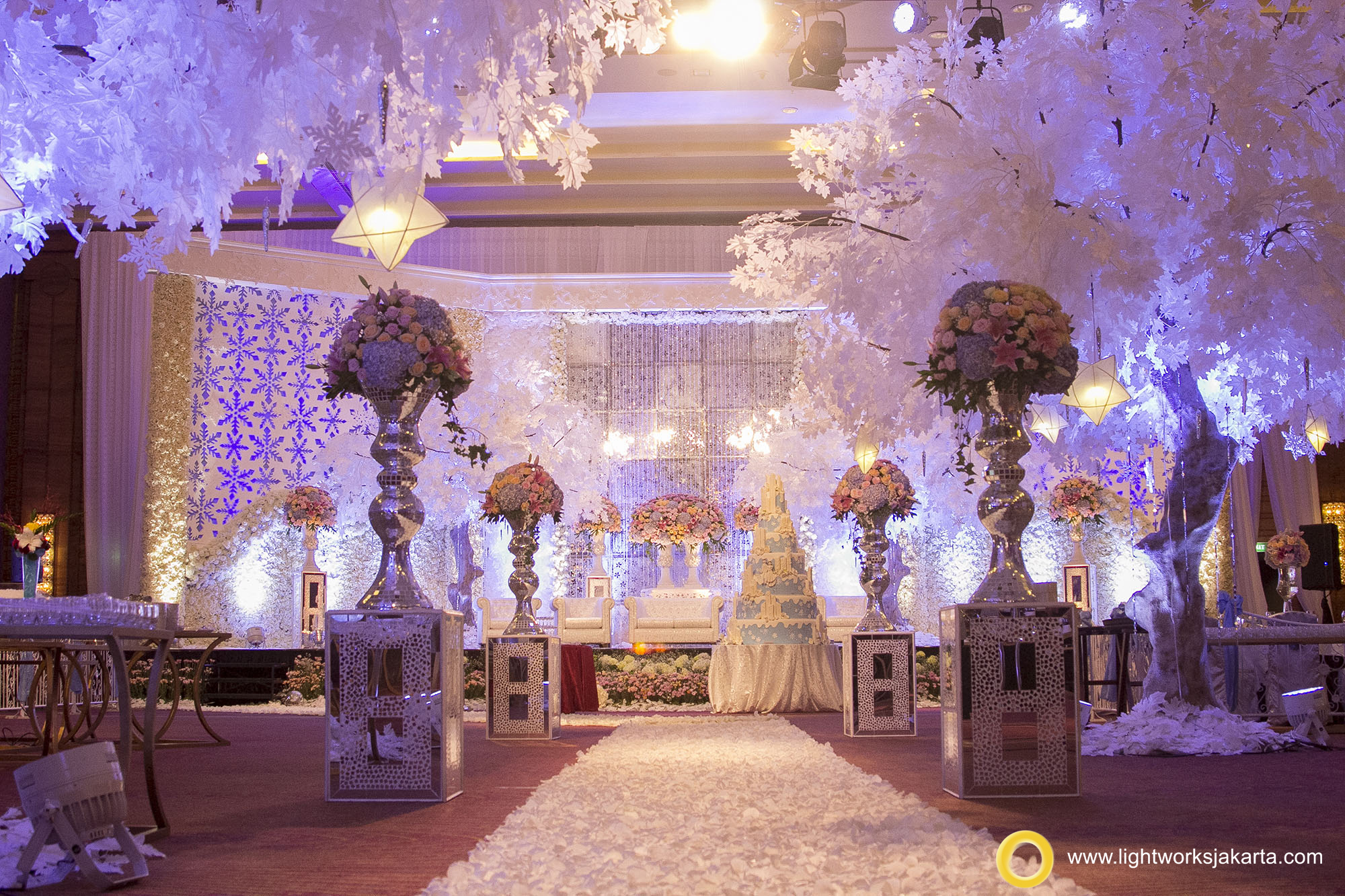 hubert and livias wedding reception venue at pullman central park hotel decorated by grasida
