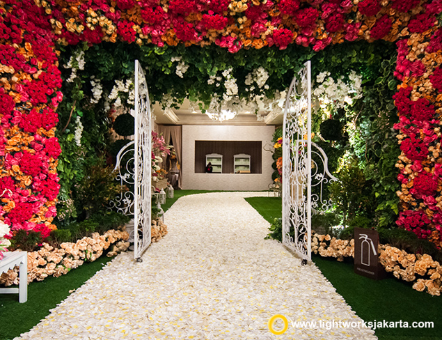 Anthony and Meilisa's Wedding Reception | Venue at Hotel Mulia | Organized by IWP | Entertainment by Andrew Lee Entertainment | Decoration by Lotus Design | Lighting by Lightworks