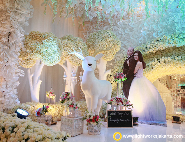 Anthony and Stevany's Wedding Reception | Venue at Raffles Hotel | Organised by Private WO | Decoration by Grasida Decoration |Lighting by Lightworks