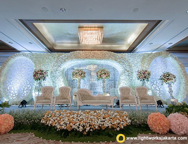 Grasida decoration lightworks page 3 jens and desys wedding reception venue at mandarin oriental jakarta hotel decoration by grasida junglespirit Image collections