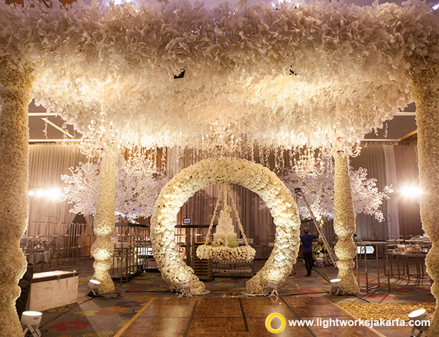 Fabio and Meliisa's Wedding Reception | Venue at Holiday Inn Kemayoran | Organized by Flair WO | Entertainment by Andrew Lee Entertainment | Photography by Merwin Photography | Video by Wedding Clip Video | Master of Ceremony by Didi Christophe | Decoration by Lotus Design | Lighting by Lightworks