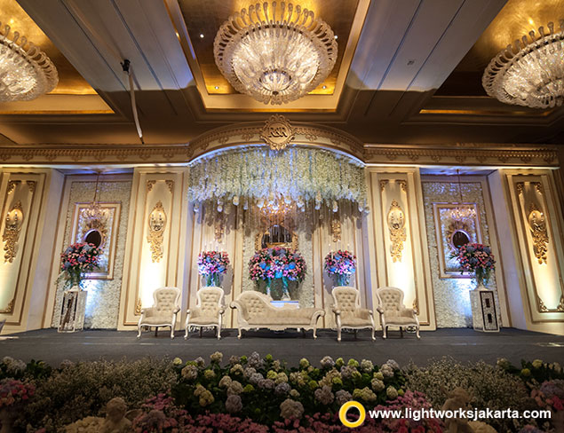 Roland and Rovianty's Wedding Reception | Venue at Hotel Mulia, Jakarta | Organised by Private WO | Entertainment by Blue Ice Music | Photo by Omoide Portraiture | Wedding Cake by De Cake Boutique | Decoration by Grasida Decoration | Lighting by Lightworks