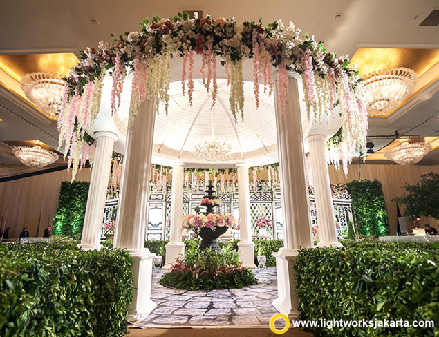David and Aurelia's Wedding Reception | Venue at Hotel Mulia, Jakarta | Organised by Irene Wedding Planner (IWP) | Entertainment by All Star Entertainment | Photo by Freyja Photography | Video by Chronos Production | Make Up by Andy Chun | Decoration by Elssy Design | Lighting by Lightworks