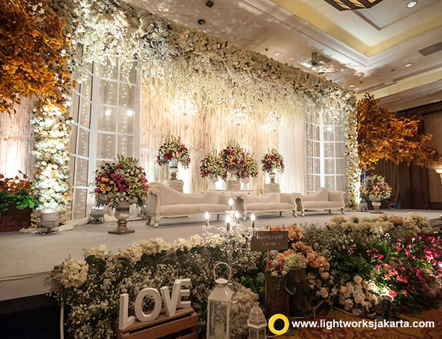 Willy and Iwa's Wedding Reception | Venue JW Marriott Hotel Jakarta | Photo by JHV Studios | Entertainment by Nico Santoso Entertainment | Master of Ceremony by Erwin Wong | Make Up by Adele Make Up | Gown by Cynthia Tan | Decoration by DeSketsa Decoration | Lighting by Lightworks