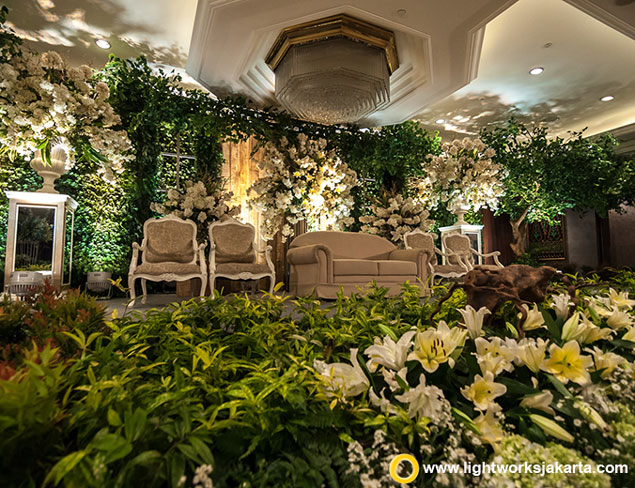 Suharsono and Wanda's Wedding Reception | Venue at Shangri-La Hotel Jakarta | Decoration by Steve Decor | Lighting by Lightworks