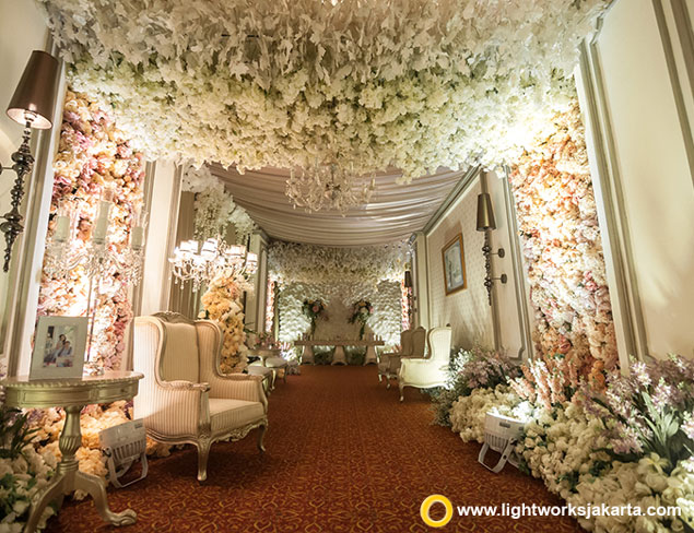 Wedding day lightworks vincent and dyners wedding reception venue at the ritz carlton jakarta mega kuningan junglespirit Gallery