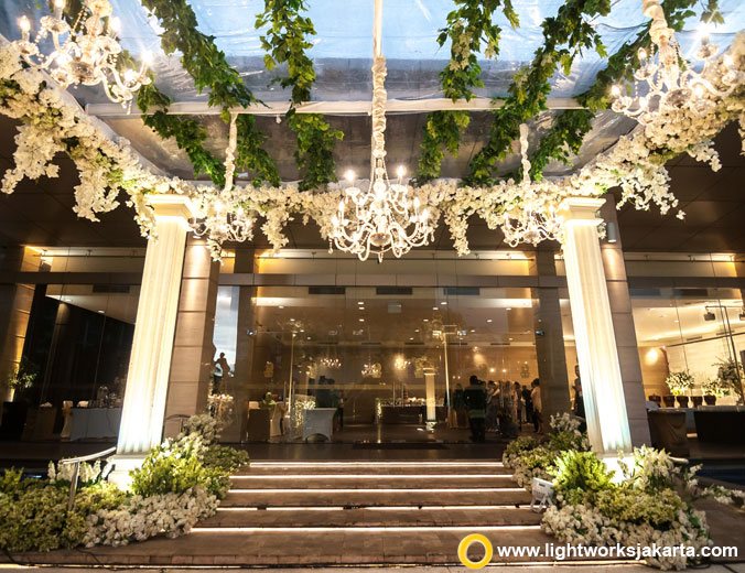 Evie and Meiditomo's wedding reception | Venue at Level 8 The Ritz-Carlton Jakarta, Pacific Place | Decoration by Lotus Design | Organised by Ambar Karistianto | Photo by Cheese N Click Photography | Make up by Marlene Hariman | MC by Imam Wibowo | Lighting by Lightworks Jakarta