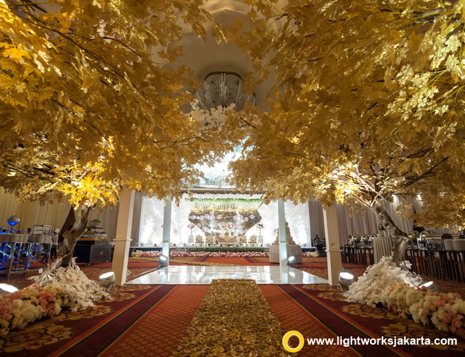 Gunawan and Shierley's wedding decoration | Venue at The Ritz-Carlton Jakarta, Mega Kuningan | Decoration by Indo Decor | Lighting by Lightworks Jakarta