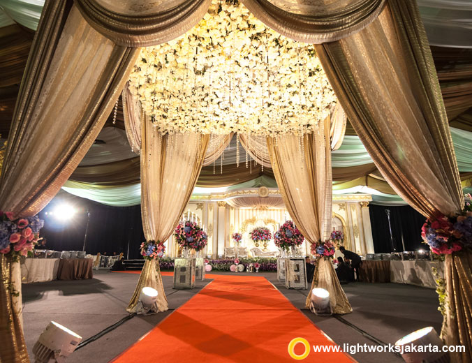 Lika and Fazly wedding reception | Venue at Balai Kartini | Decoration by Grasida Decor | Lighting by Lightworks Jakarta