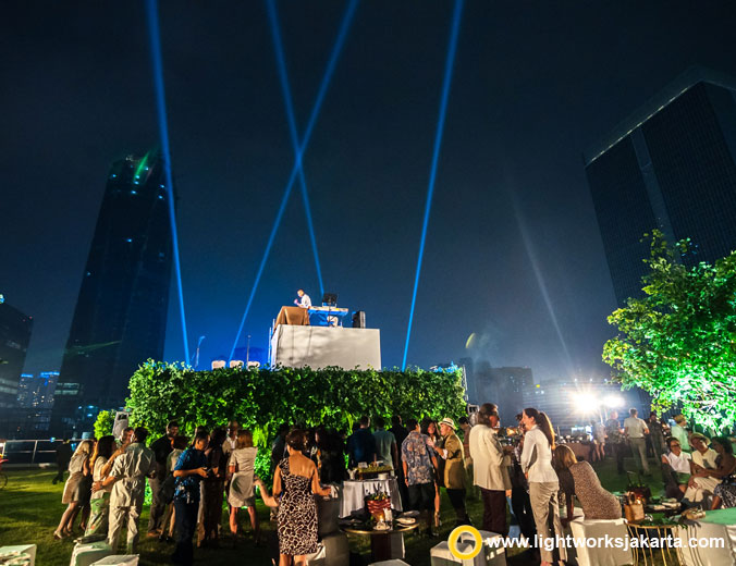 Ezra, Tience Sumartini, and Johanna Brismar Skoog Birthday Party | Venue at Rooftops of Four Seasons Jakarta | Decoration by Eikona Design | Lighting by Lightworks Jakarta