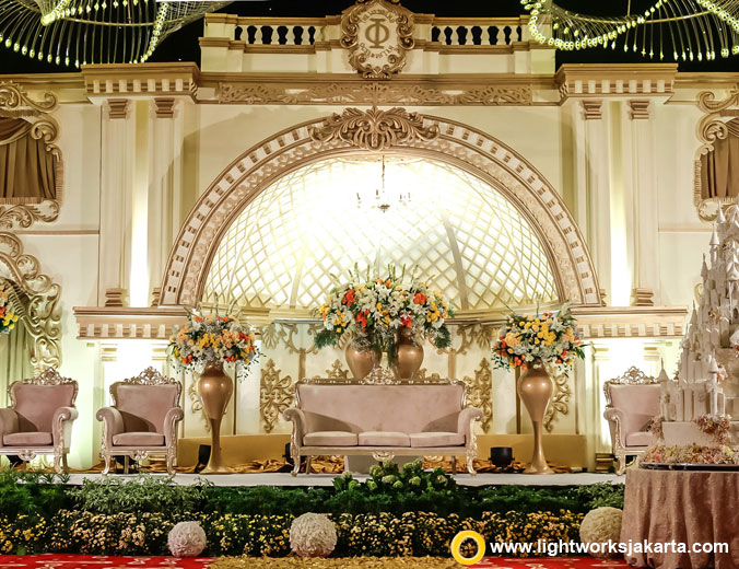 Oger and Intan's wedding reception | Venue at Double Tree Hilton Jakarta-Diponegoro | Decoration by White Pearl | Lighting by Lightworks Jakarta