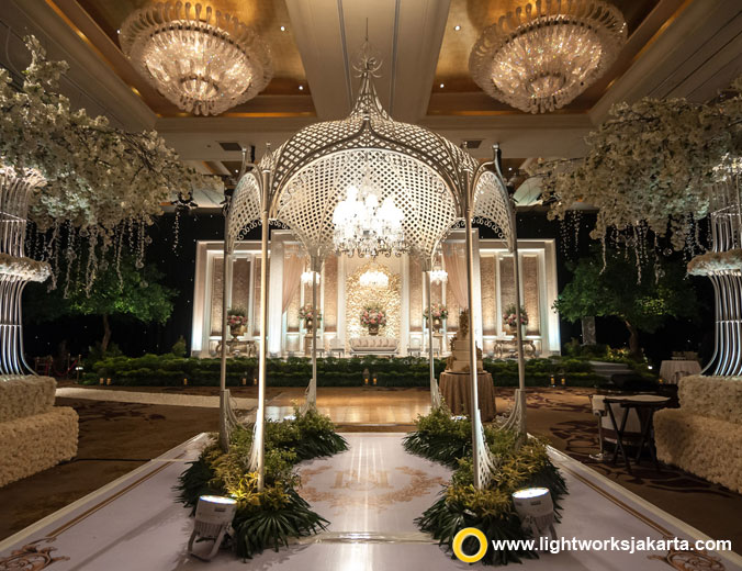 Nicholas and Yoscefine wedding reception | Venue at Hotel Mulia | Decoration by Nefi Decor | Lighting by Lightworks Jakarta