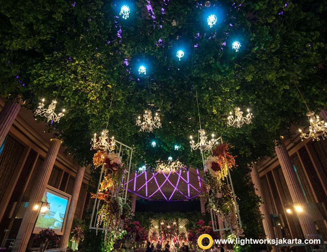 Henry and Florence wedding reception | Venue at Bali Room Kempinski Jakarta | Organised by Excellent Organizer | Decoration by Steve Decor | Music by Deo Entertainment | Wedding cake by LeNovelle Cake | Photography and videography by Axioo | Lighting by Lightworks Jakarta