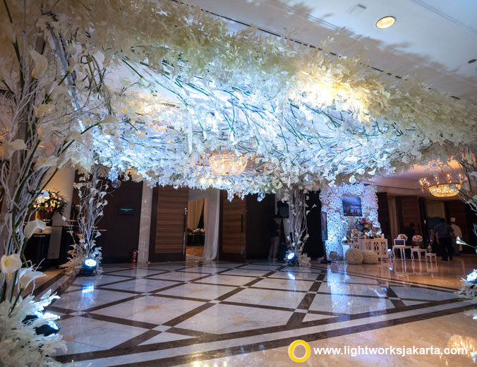 Collin and Rika wedding reception | Venue at Grand Hyatt Jakarta | Decoration by Elssy Design | Organised by Red Wedding Organizer | Wedding cake by Timothy Cake Jakarta | Lighting by Lightworks Jakarta