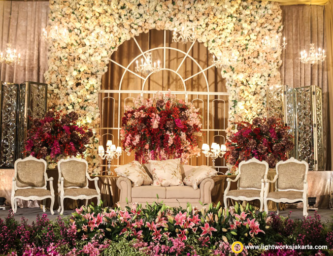 Darwis and Wulan wedding reception | Venue at Double Tree Hilton Jakarta | Decoration by Steve Decor | Organised by IdnCo Wedding Organizer | Photo by Indigosix Photoworks | Make up artist are Andy Chun | Flowers by Twigs and Twine | Gown by Imelda Hudiyono | Lighting by Lightworks