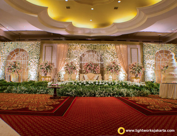 Shirley and Monico wedding reception | Venue at The Ritz-Carlton Kuningan | Decoration by Steve Decor | Lighting by Lightworks