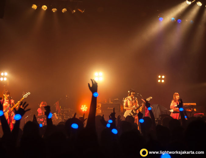 Silent Siren World Tour 2016 | Venue at Upper Room | Sound system by Soundworks | Lighting equipment by Lightworks