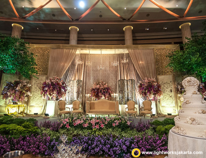 Ari and Priska wedding reception | Venue at Bali Room, Kempinski Jakarta | Decoration by Steve Decor | Lighting by Lightworks