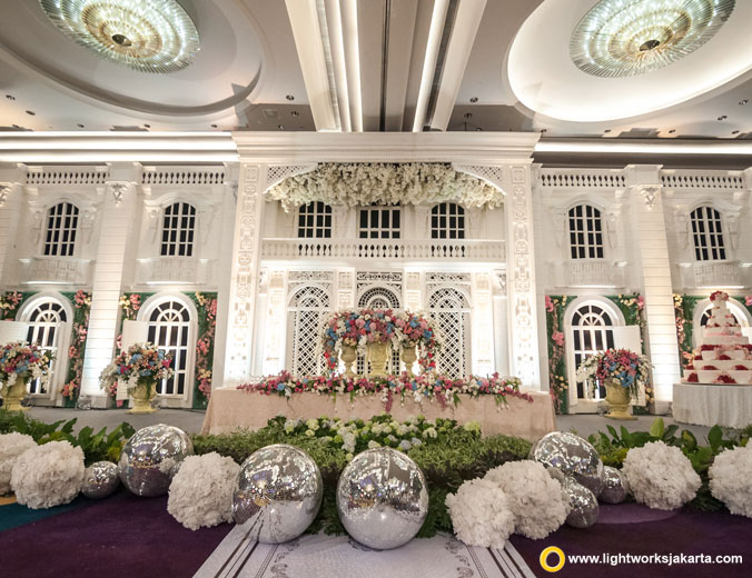 Reynold and Diana wedding reception | Venue at Raffles Jakarta | Decoration by Lavender Decoration | Organised by Multi Kreasi Enterprise | Photograph by Josh Hendrie and Cappio Photography | MC are Daddo Parus | Cake by LeNovelle Cake | Lighting by Lightworks