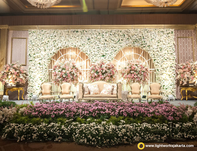 Elvina and Christopher wedding reception | Venue at Hotel Mulia | Decoration by Steve Decor | Lighting by Lightworks