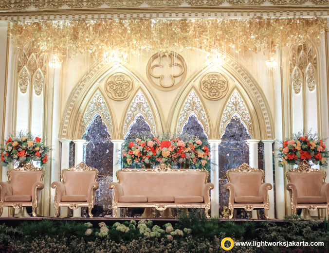 Edwerd and Brigita wedding reception | Venue at The Hall Senayan City | Decoration by White Pearl Decoration | Lighting by Lightworks