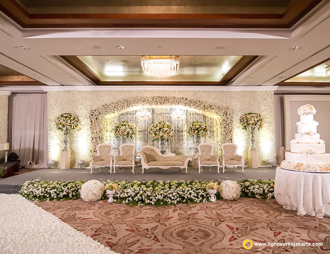 Dave and Ingrid wedding reception | Venue at Mandarin Oriental Jakarta | Decoration by Grasida Decor | Lighting by Lightworks