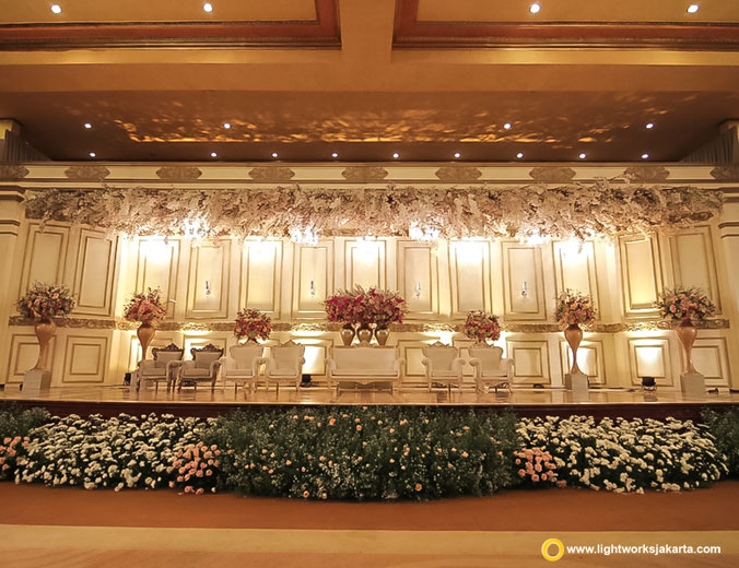 Nico and Anita wedding reception | Decoration by White Pearl Decoration | Venue at Balai Samudera | Organised by Tony Life Time Wedding Organizer | Dress by Hian Tjen | Make up artist are Susy Kleo | Photo by Axioo | MC are Michael Tjandra | Music by Bells Orchestra | Sound system by Soundworks Jakarta | Lighting by Lightworks